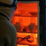 Le raku : cuisson des pièces au four